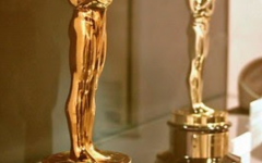Picture of an Oscars Award taken in 2014, courtesy of Jose Manuel Macintosh and licensed under Creative Commons.